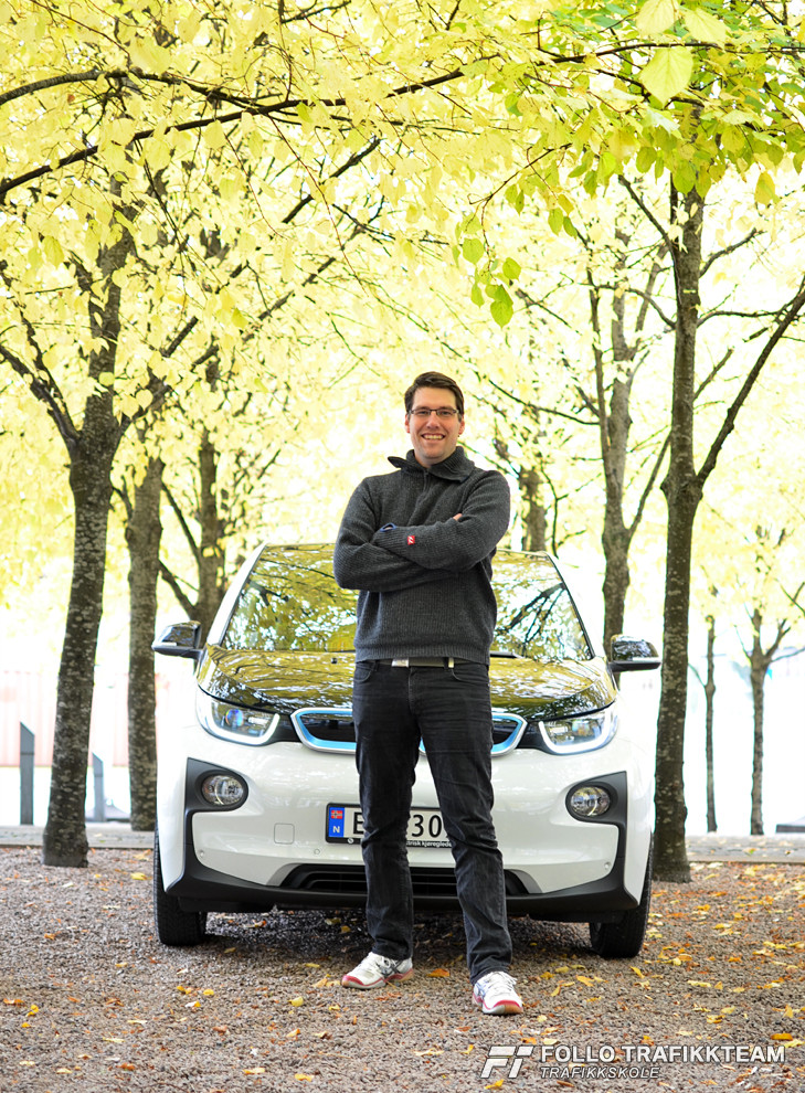 #BMWreporter trafikklærer i Follo Trafikkteam Øystein Nygård med sin BMW i3