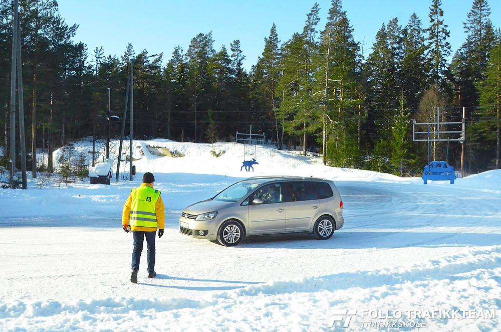 Trafikksikkerhetsdag med trafikkskole Follo Trafikkteam og NAF avd Follo på Nesodden. Sving med Paul