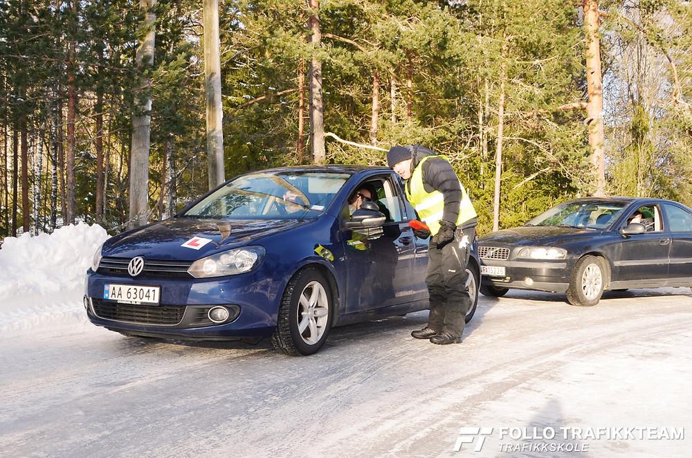 Trafikksikkerhetsdag med trafikkskole Follo Trafikkteam og NAF avd Follo på Nesodden. Unnamanøver med Jørgen Solbakk