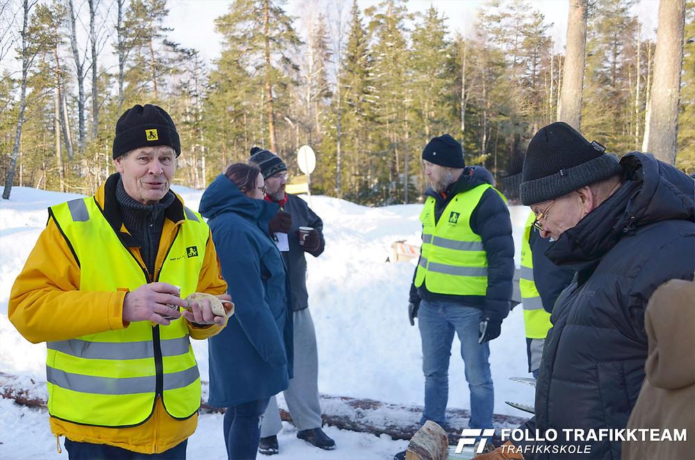 Trafikksikkerhetsdag med trafikkskole Follo Trafikkteam og NAF avd Follo på Nesodden. Paul tar velfortjent lunsjpause