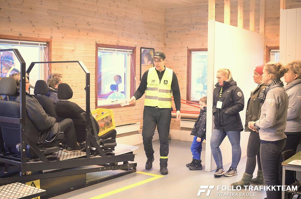 Trafikksikkerhetsdag med trafikkskole Follo Trafikkteam og NAF avd Follo på Nesodden. Sikkerhetshall med Øystein Nygård