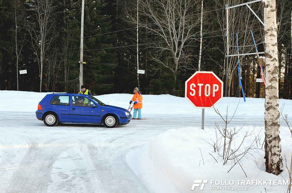 Trafikksikkerhetsdag med trafikkskole Follo Trafikkteam og NAF avd Follo på Nesodden. Bremsing