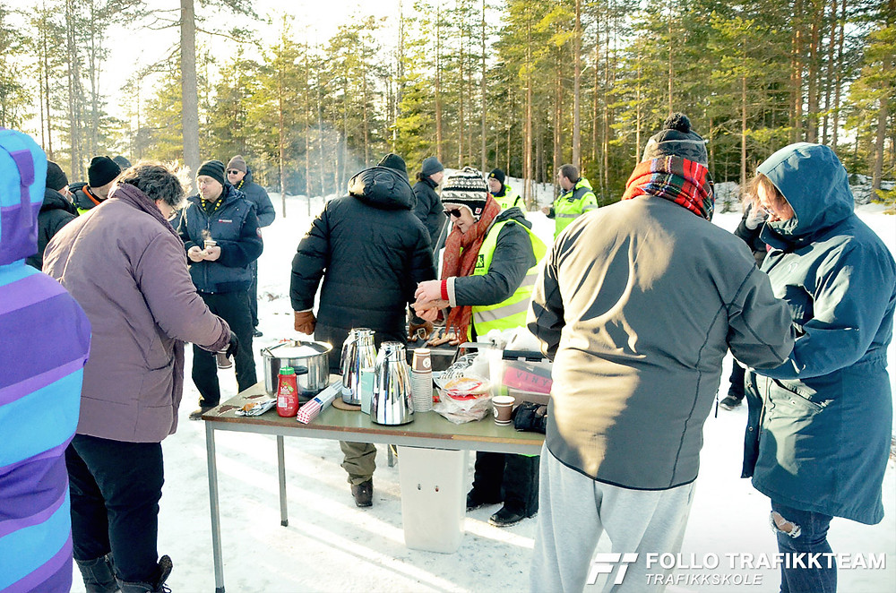 Trafikksikkerhetsdag med trafikkskole Follo Trafikkteam og NAF avd Follo på Nesodden. Lunsj