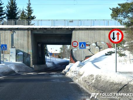 Hvem kjører først under Vevelstad stasjon?