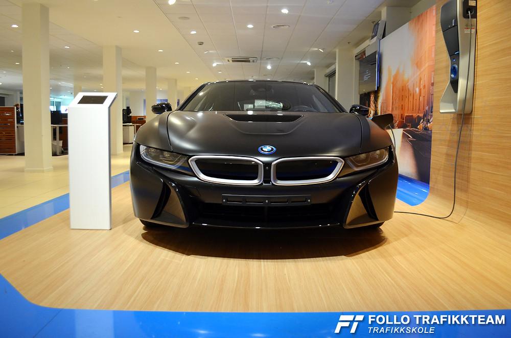 BMW i8 er en bil som man enten elsker eller så gjør man ikke det. Vi elsker den! På Bilia Skøyen