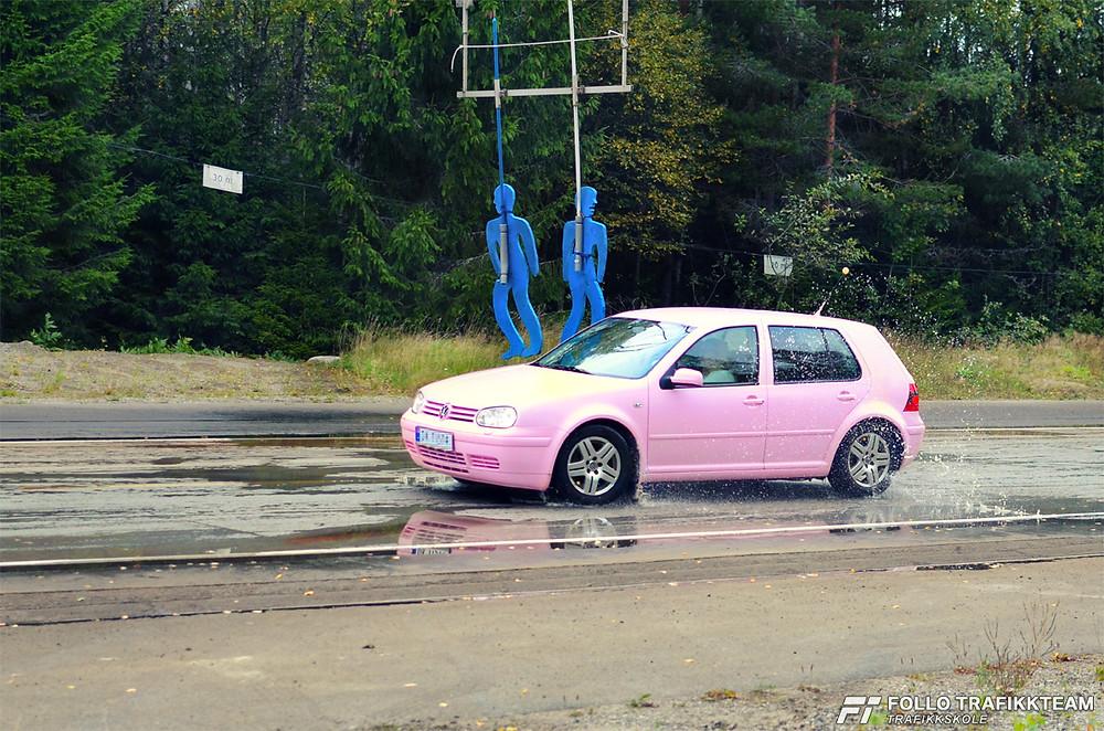 NAF Øvingsbane på Nesodden Åpen dag 2016 Bli kjent med egen bil! Foto trafikkskole Follo Trafikkteam