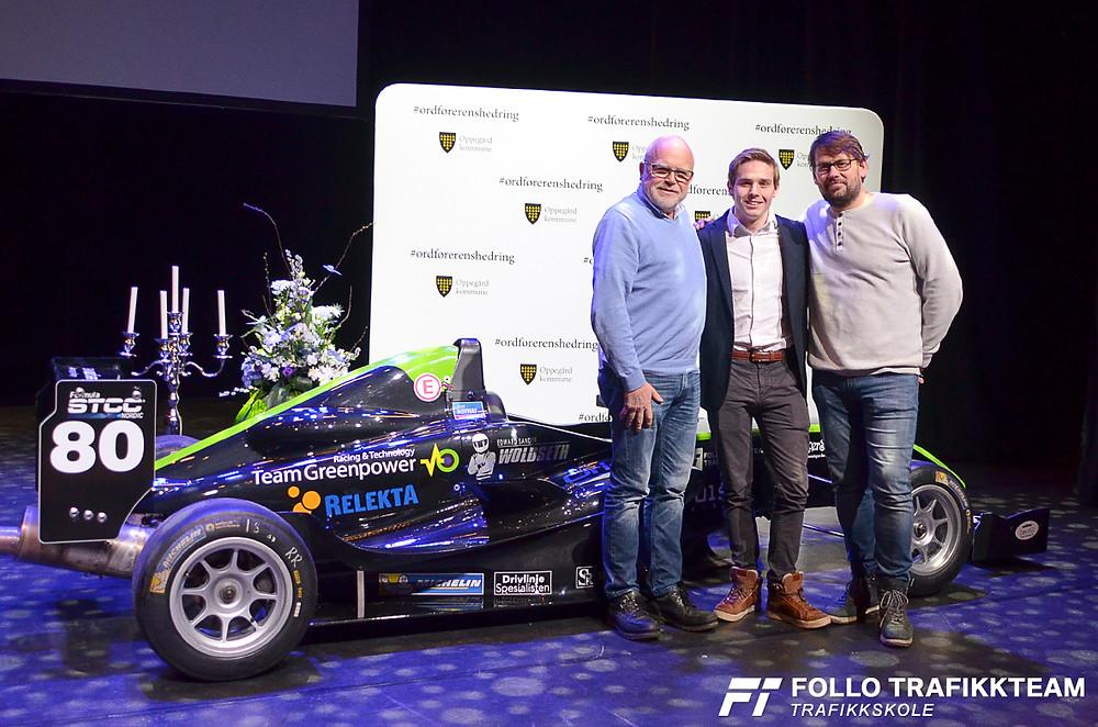 Edward Sander Woldseth sammen med pappa Nils Erik og Bård Bergsjø som er mannen bak Formula Basic i Norge. Team Greenpower. Ordførerens hedring for 2018, Kolben.