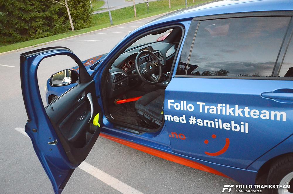 Trafikkskole i Ski og Oppegård Follo Trafikkteam viser deg hvordan du kan sjekke at bremselyset virker!