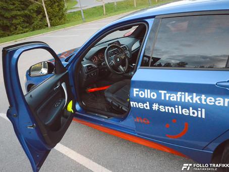 Trafikkskole i Ski og Oppegård, Follo Trafikkteam viser deg hvordan du kan sjekke at bremselyset vir
