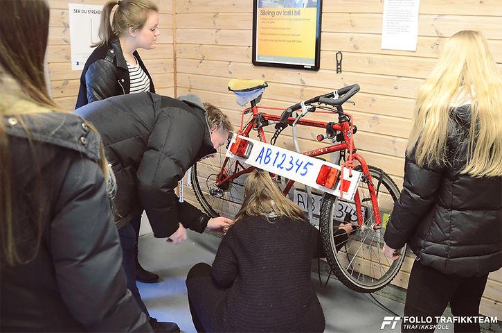 Trafikkskole Follo Trafikkteam sikkerhetskurs på øvingsbane med elever