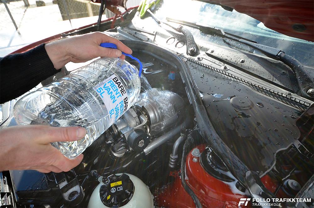 Motorvask. Skyll forsiktig med varmt vann - ikke spyl eller bruk høyt trykk!  Trafikkskole Follo Trafikkteam