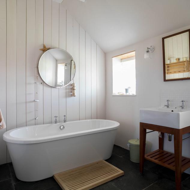 Self catering cottage Skye bathroom interior