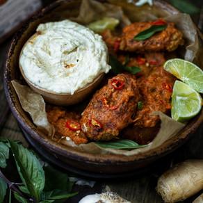 Ailes de seitan au curry et trempette fouettée au cumin vieilli