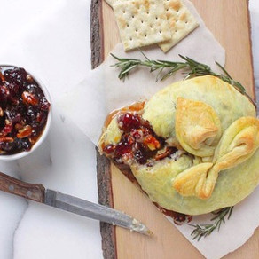 Vegan Brie en Croûte with Spiced Cranberry Sauce