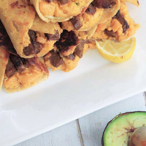 Taquitos aux haricots frits au fromage