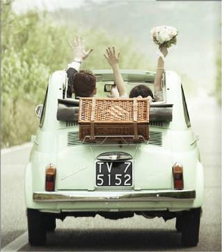 Lune de miel en voiture vintage