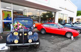 Relations publiques originales et conviviales en voiture vintage
