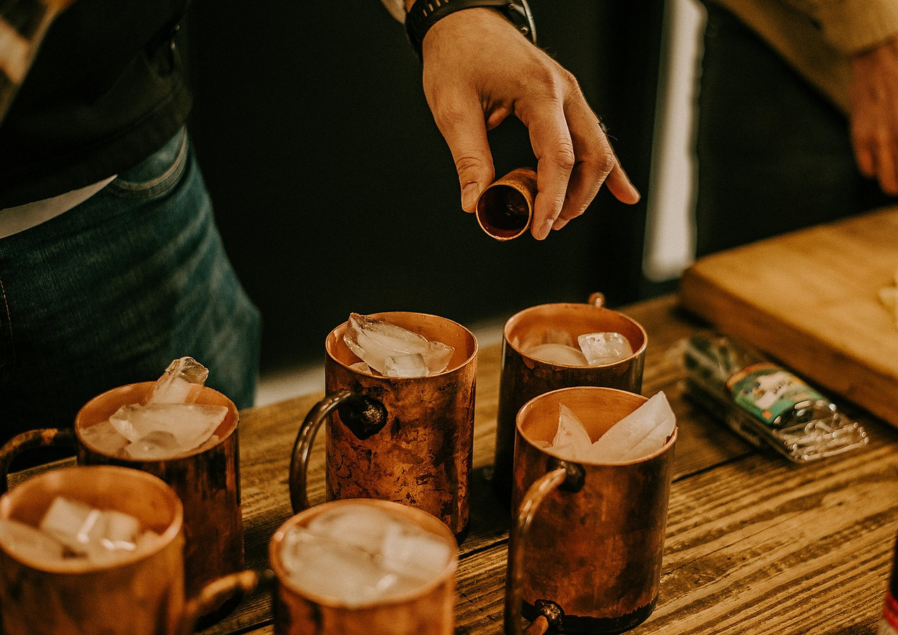 HANDLEBEND COPPER MUGS