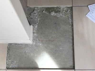 Drummy tile with de-lamination