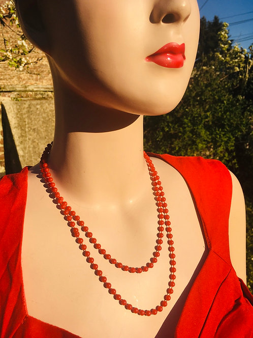 Collier vintage rouge