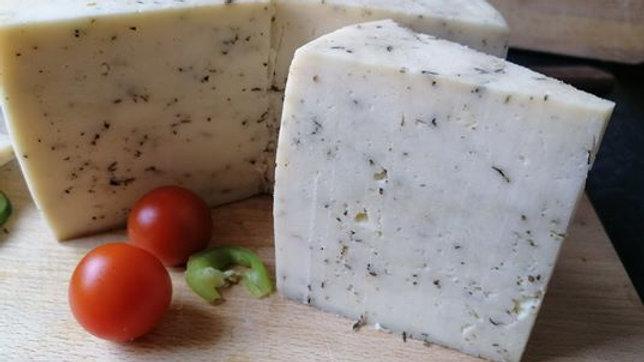 Kakukkfüves, félkemény, érlelt sajt  22-26 dkg