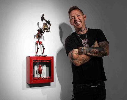 Sculpture Artist Brett McDanel with his sculpture Break Galss © Brett McDanel Sculpture