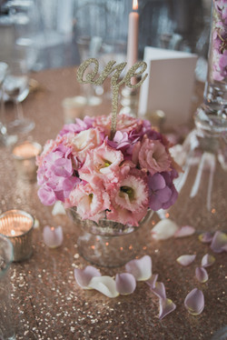 Dreamy and romantic table flowers