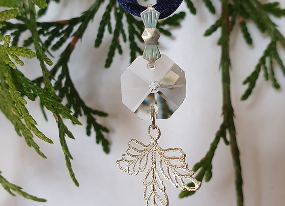 Crystal leaf decoration