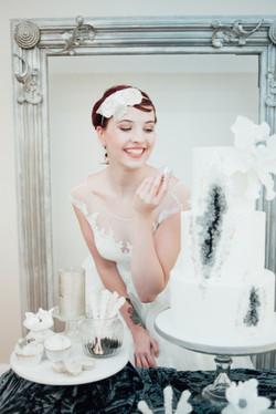 Winter wedding bride and cake
