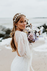 pearl bridal earrings and hair accessory