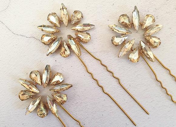 Double diamante star pins