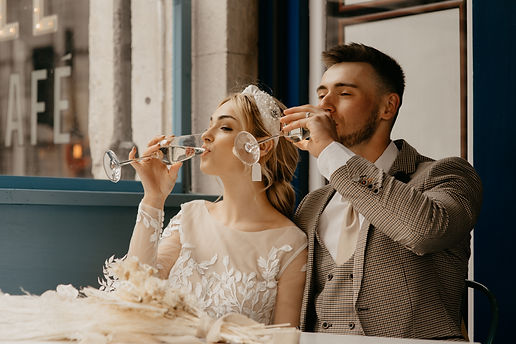 City elopement wedding with modern bridal look