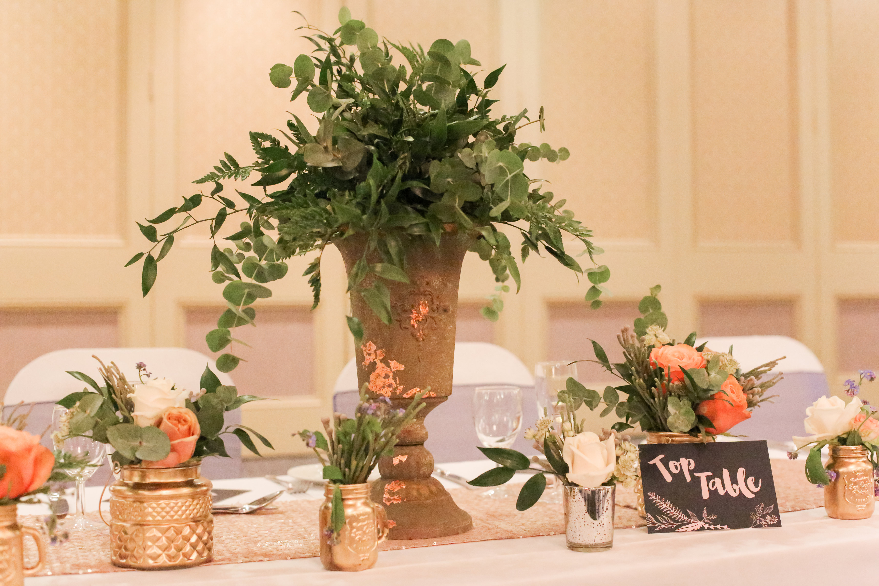 Gold and Navy wedding table style
