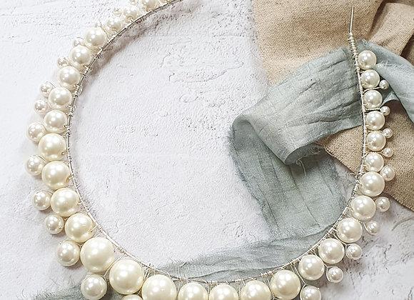 Graduated pearl crown