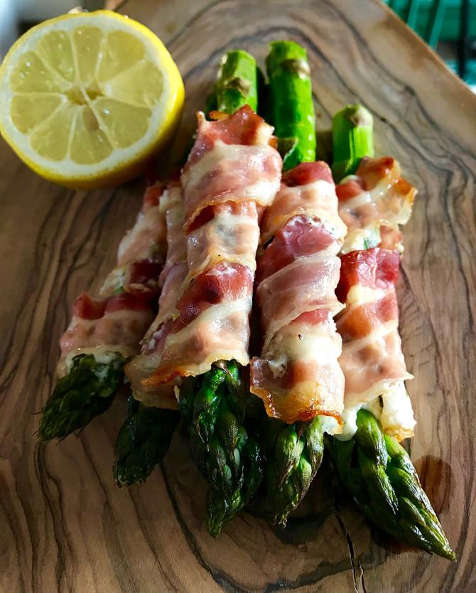 Asparagus with streaky bacon