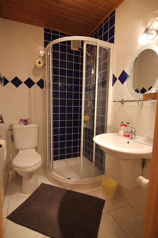 Shower Room 1.jpg