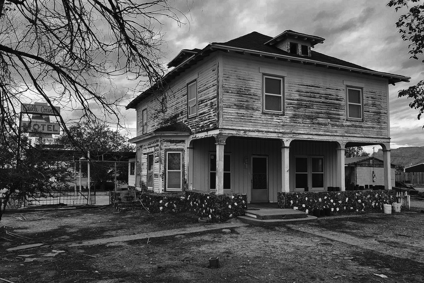 michael_bucknell_6_Castle_Country_Motel_