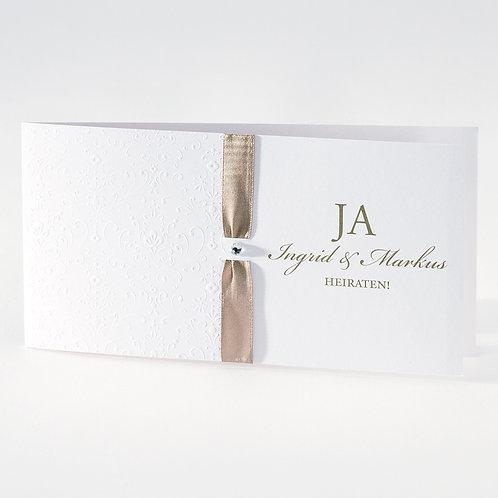 Weiße Hochzeitskarte mit Prägung und hellbraunem Bändchen – Büromac