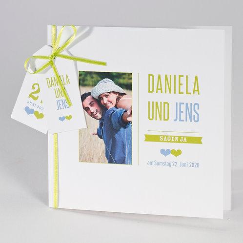 Hochzeitskarte mit kleinen Kärtchen und grünem Bändchen – Büromac