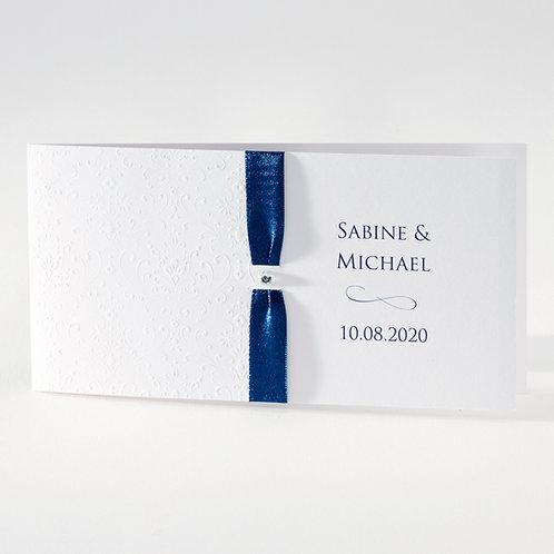 Weiße Hochzeitskarte mit Prägung und blauem Bändche– Büromac