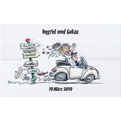 Fröhliches Brautpaar im Auto – Belarto