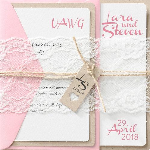 Liebliche Hochzeitseinladung auf Packpapier – Belarto