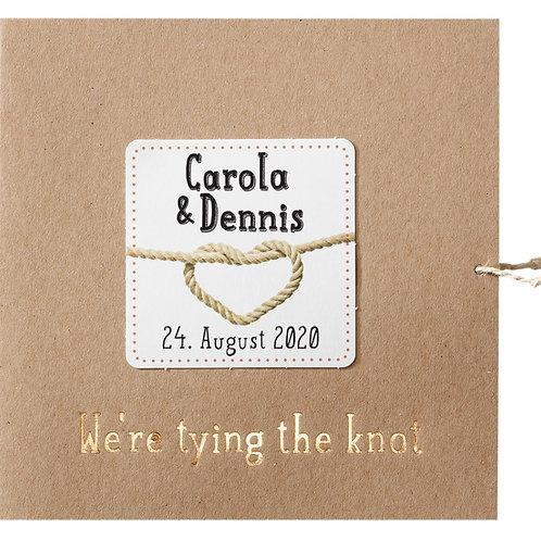 Typografische Hochzeitseinladung auf Packpapier – Belarto