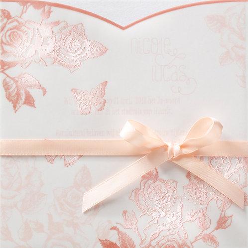 Hochzeitseinladung mit transparentem Umschlag aus Rosen – Belarto