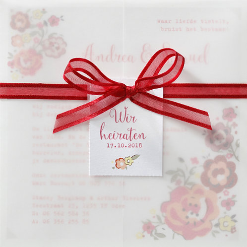 Farbenfrohe Hochzeitseinladung mit Banderole und Blumenaufdruck – Belarto