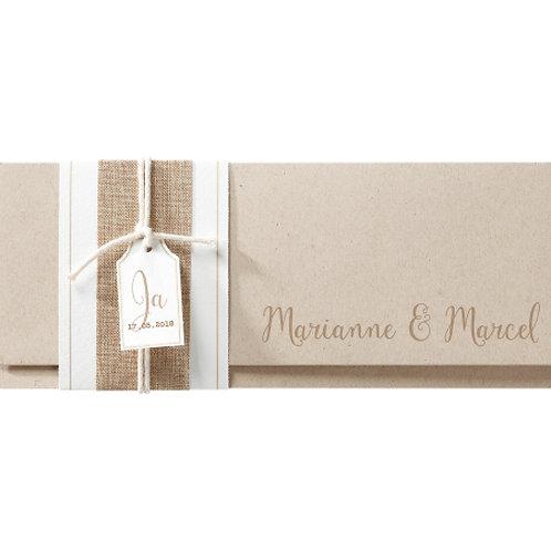 Einladung verarbeitet auf Packpapier mit Jute-Banderole – Belarto