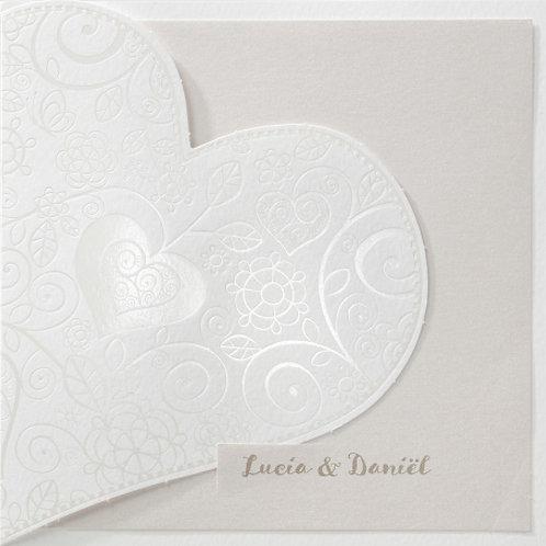 Hochzeitseinladung mit zierlichem Herzausschnitt – Belarto