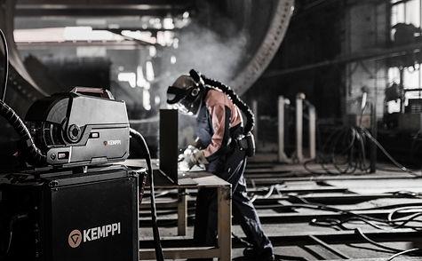 X8-MIG-Welder-welding-02.jpg