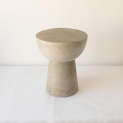 Mesa lateral de concreto