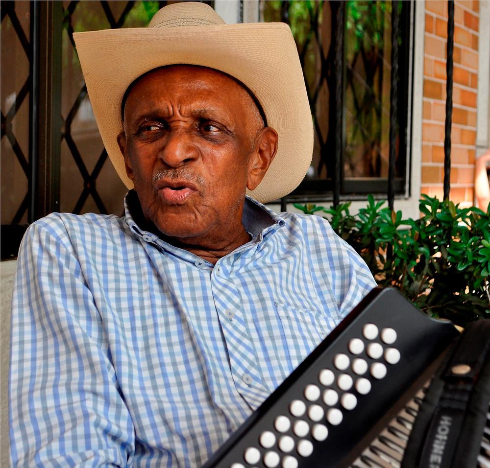 Náfer Durán Díaz, el Rey Vallenato que nunca olvida a su querido pueblo, El Paso. - Foto Daniel Gutiérrez Palomino